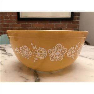 Vintage Pyrex Butterfly Gold Yellow Mixing Bowl